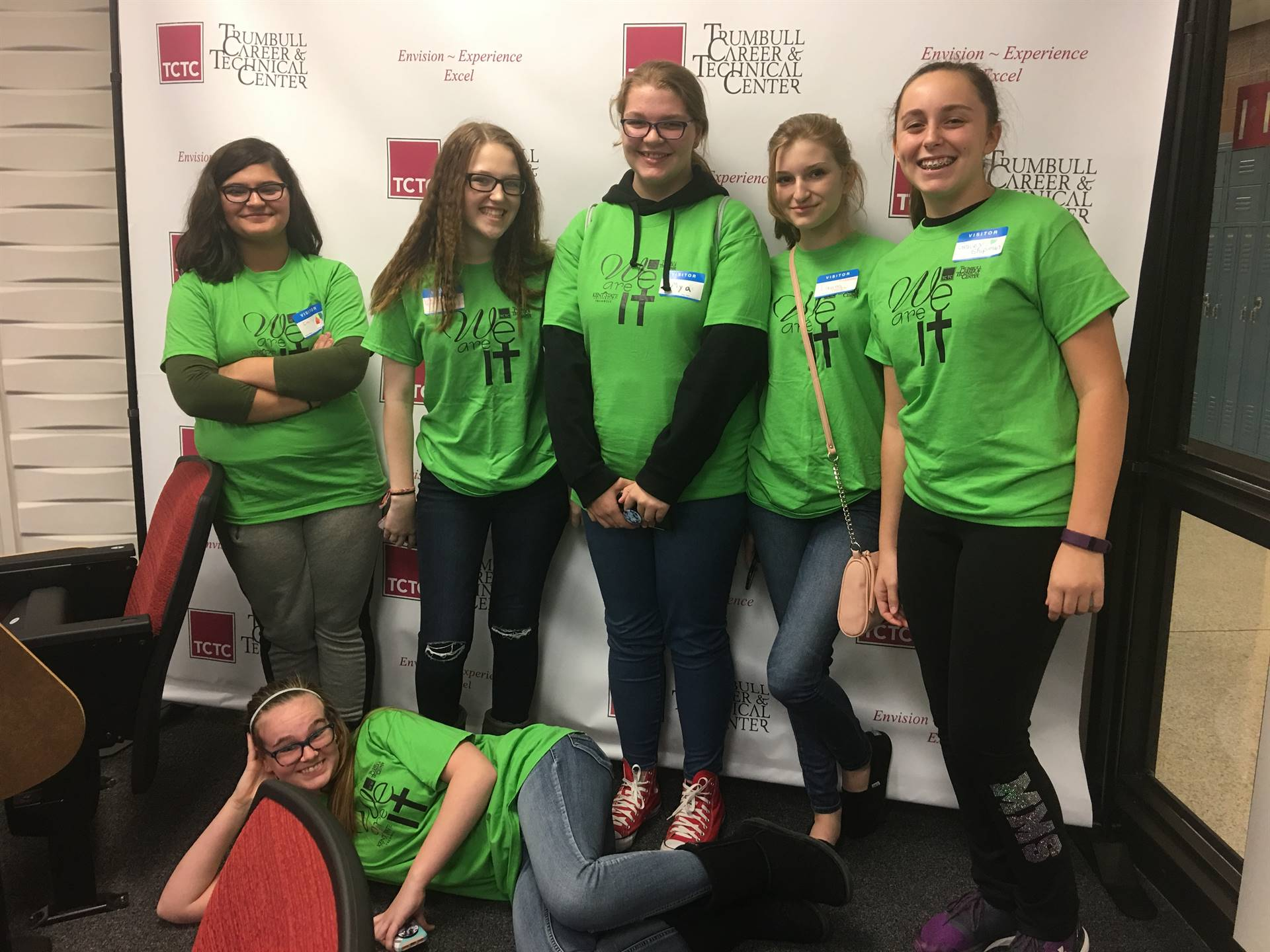 """8th grade girls at """"We are IT!"""" day at the TCTC"""